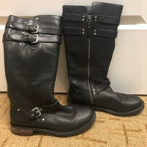 Ugg knee boot. Great condition -size 9